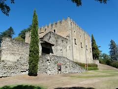 MONTESQUIU. (Ripollès) (Josep Ollé) Tags: castell castillo castle montesquiu edificio