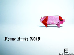 Bonne Année 2019. (Magic Fingaz) Tags: cochon pig origamipig porc maiale 猪 svinja cerdo सूअर babi 豚 beraz varken porco свинья свиња หมู domuz schwein bonneannee2019 happynewyear2019