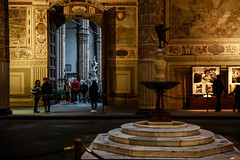 Christmas in Florence (Valentina Ceccatelli) Tags: christmas florence italy tuscany lights street streetphotography streetphotographer 2018 people art arts food valentina ceccatelli valentinaceccatelli portrait red light tree firenze
