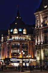 Bazar de l'Hotel de Ville (marc.barrot) Tags: architecture façade building nightphotography departmentstore france paris 75004 ruederivoli bazardel'hôteldeville bhv