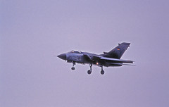 Berlin SXF ILA 2002 Tornado 46+20 Bundeswehr Luftwaffe (rieblinga) Tags: berlin sxf ila 2002 flughafen schönefeld bundeswehr luftwaffe tornado 4620 vorflug analog canon eos 1v kodak ebk 100 diafilm e6