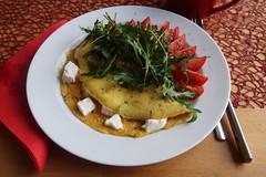 Omelett mit Ziegenfrischkäse, Tomaten und Rucola (multipel_bleiben) Tags: essen frühstück salat tomaten ziegenkäse omelette pfannengericht schnellzubereitet vegetarisch