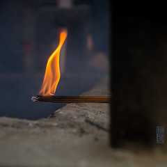 La flamme de l'espoir (TchinChine !) Tags: chine jingantempledistrict pays shanghai 静安寺 上海 中国