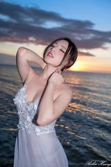 DSC_6335 (Robin Huang 35) Tags: 謝立琪 kiki 沙巴 sabah 馬來西亞 malaysia 亞庇 丹絨亞路 海灘 沙灘 海岸 海邊 夕陽 壓光 海邊壓光 夕陽壓光 裸紗 遊拍 人像 portrait lady girl nikon d850 my beach