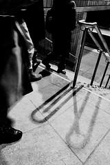 Faire un choix... (woltarise) Tags: streetwise iphone7 montréal métro station outremont escalir quai rampe ombres passants