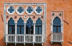 Un palazzo, che lavoro! (Ciceruacchio) Tags: càsagredo palazzo palais canalgrande grandcanal lavoro lavoraccio work travail boulot venezia venice venise venedig italia italy italie italien nikon