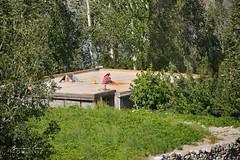 Abricots séchant sur le toit d'une maison, Hussaini © Bernard Grua (Photos de voyages, d'expéditions et de reportages) Tags: hussaini gojal bernardgrua karakoram gilgitbaltistan hunza
