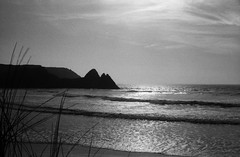 3Cliffs-1 (Phil John (Swansea)) Tags: swanseabay gower threecliffs gowerfornia filmisnotdead analog blackandwhitephotography ilfordhp5 35mm kodakretina
