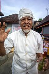 Pemangku (kuuan) Tags: manualfocus mf voigtländer15mm cvf4515mm 15mm bali indonesia sonynex5n festival temple pemangku priest templepriest hallo