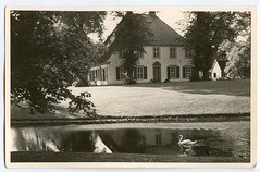 . (Kaïopai°) Tags: old alt vintage haus house building gebäude garten garden swan bach schwan canon kanone