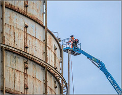 Hands on (Marcus@TPS) Tags: demolition gasholder oxted