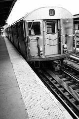 Marcy Avenue Station, Williamsburg, Brooklyn. May, 2018. (Guillermo Esteves) Tags: fujifilm blackandwhite newyork brooklyn fujifilmxt2 williamsburg unitedstates us
