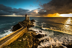 The Minou lighthouse between 2 showers (yann2649) Tags: phareduminou radedebrest bretagne brittany lighthouse phare seascape landscape sea mer rocks coast sunset pavement waves finistère light atmosphére nature sky blue orange water sun cloud