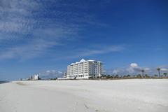 Margaritaville Beach Hotel (ivlys) Tags: usa florida pensacolabeach margaritaville beach hotel strand sand himmel sky blau blue sonne sun wolke cloud natur nature ivlys