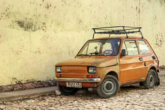 Fiat 126 (FX-1988) Tags: trinidad cuba yellow orange background old car classic america american street photography