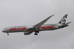 A6-BLV (LIAM J McMANUS - Manchester Airport Photostream) Tags: a6blv etihadairways etihad ey etd etihadcom formula1 abudhabigrandprix 2019 boeing b787 b789 789 dreamliner boeing787 boeing7879 boeingdreamliner egcc manchester man