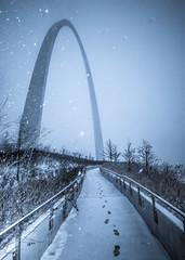 St. Louis Gateway Arch (10) (Michael Shoop) Tags: michaelshoop stlouis saintlouis missouri usa canon canon7dmarkii stlouisarch arch gatewayarch jeffersonnationalexpansionmemorial architecture winter snow