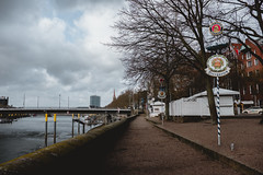 Bremen (LucasRebmannPhotography) Tags: fujifilm x100f x 100 f 2018 october autumn leaves blätter color colors water seaside sun light beam perfect low night germany deutschland weser river bokeh street boat church tree baum city lucas rebmann fuji 23mm wcl 19mm f2 building sky people photo sunbeams trees park restaurant buble innenstadt herbst winter ice clouds bremen
