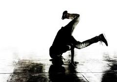 Aux limites de l'abîme... (Sabine-Barras) Tags: réunion street rue urbain urban danse dance hiphop personnes people dark sport reportage city ville