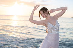 DSC_6155 (Robin Huang 35) Tags: 謝立琪 kiki 沙巴 sabah 馬來西亞 malaysia 亞庇 丹絨亞路 海灘 沙灘 海岸 海邊 夕陽 壓光 海邊壓光 夕陽壓光 裸紗 遊拍 人像 portrait lady girl nikon d850 亞庇縣 my beach