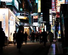 Gangnam 2019 (RW Sinclair) Tags: green seoul korea gangnam fujifilm fujinon xt1 xf56mmf12r xf56 56mm bokeh bokehporn winter 2019 february street streetphotography urban city citylife people