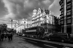 Bridge Street (Derwisz) Tags: london unitedkingdom westminster city street bridgest cityscape england sw1a2jr bus blackwhite blackandwhite monochrome canoneos40d citycentre
