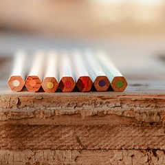 En fila y a colores... (Irene Carbonell) Tags: lápices lápicesdecolores colores nikon 35mm