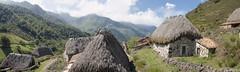 Braña de La Pornacal. Teitos (jesussanchez95) Tags: brañalapornacal braña teito somiedo asturias landscape panorámica panoramic mountain