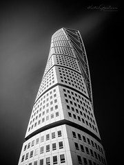 Aiming high (Karsten Gieselmann) Tags: 1240mmf28 em5markii europa farbe filter gebäude hochhaus hoya mzuiko malmo microfourthirds monochrome olympus polarisationsfilter polfilter reise schwarz schwarzweis stadt sweden turningtorso weis wolkenkratzer bw black blackwhite building city color kgiesel m43 mft mono polarizingfilter sw skyscraper travel white malmö skånelän schweden