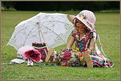 Tivi ... nicht ohne meinen Schirm ... (Kindergartenkinder 2018) Tags: garten park kindergartenkinder tivi