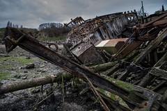 hors d'usage même pour un bon capitaine (Patrick Doreau) Tags: cimetière cimetery boat bateau old vieux ruine ruin rance saintmalo quelmer graffity ciel sky couleurs color