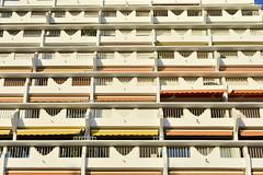 fréquence linéaire (fred9210) Tags: rythm fréquence architecture répétition dégradé sud france immeuble