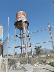 Tanque de agua ausente (py.wvalgacc) Tags: tanquedeagua alturas estructura viejo urbano