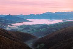 Egunsentia  Izpegitik  1O4A2234_Hir (jakes irigoien) Tags: euskalherria nafarroa baxenabarre nafarroabeherea izpegi egunsentia landscape landscapes mountain mendia
