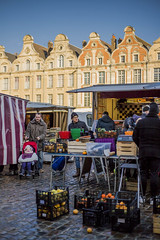 Marché d'Arras (Nicoleb62) Tags: arras marché maraîcher architecture 6dmk2 place france eos 50mm