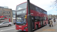 P1150056 VMH2560 LA68 DXH at Angel Station Upper Street Islington London (LJ61 GXN (was LK60 HPJ)) Tags: metroline volvob5lhybrid mcv evoseti mcvevoseti 105m 10490mm vmh2560 la68dxh nb965