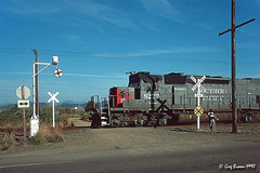 Trains have the right of way (C.P. Kirkie) Tags: southernpacific sp spsiskiyouline sporegondivision southernpacificoregondivision oregon sd40t2 emd wigwag magneticflagman trains railroads tunnelmotor
