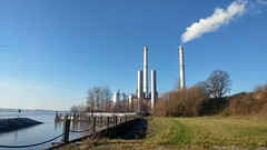 Heizkraftwerk Wedel - Power Station (greenoid) Tags: wedel kraftwerk heizkraftwerk powerstation elbe hamburg rissen hafen kohle steinkohle schornstein chimney staub asche co2 kohlendioxid carbondioxid rus fernwärme