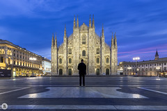 Almost alone [IT] (ta92310) Tags: travel europe italie italia italy lombardia lombardie milan milano winter 2019 bluehour longexposure duomo cathedral catholic catholique place alone architecture morning matin piazza personne people