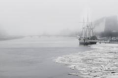Songe à la douceur (rsvatox) Tags: saintpetersburg lowcolor ships fog mitakon boats architecture cityscape atmosphere weather mist city