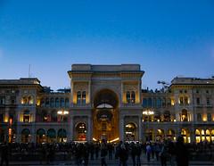 Galleria Vittorio Emanuele II -blue hour (AlexKapunkt) Tags: mailand milano italy italien galleria vittorio emanuele ii galleriavittorioemanueleii bluehour monument