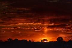 No puedes cambiar el pasado, pero con la actitud correcta podrás conseguir en el futuro más de lo que perdiste en el pasado. (elena m.d.) Tags: sunset atardeceres clouds sky nubes cielos guadalajara nikon d5600 sigma sigma105 new 2019 rojo red