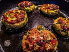 2019 - photo 023 of 365 - fish cakes (old_hippy1948) Tags: fish pan butter cakes