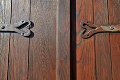 deux cœurs en hiver (jean-marc losey) Tags: france occitanie tarn puycelsi volets cœur penture bois randonnée d700