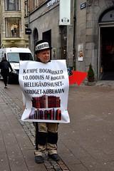 The Sandwich Man - Strøget Copenhagen (FaceMePLS) Tags: kopenhagen copenhagen denemarken denmark scandinavië facemepls nikond5500 straatfotografie streetphotography reclame advertising manatwork