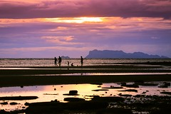 Sunset in Koh Samui - Thailand (Lior. L) Tags: sunsetinkohsamuithailand sunset kohsamui thailand sea seascapes travel travelinthailand people mountains reflection reflections silhouettes shadows