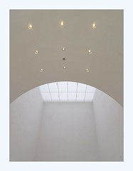 light (overthemoon) Tags: switzerland suisse schweiz svizzera romandie vaud lausanne mcba muséecantonaldesbeauxarts plateforme10 architecture inauguration curves white walls window ceiling lights barozziveiga ebv