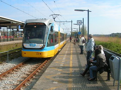 het Light Rail experiment (peter.velthoen) Tags: tram experiment politiekeonmacht onwil slapheid alphenaandenrijn lightrail station reizigers