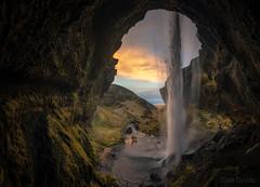 Momentos (el_farero) Tags: landscape cave sunrise panoramic iceland islandia waterfall farero canon cascada paisaje fotografiadepaisaje face