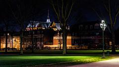Promenade nocturne (Alexandre LAVIGNE) Tags: champselysées pentaxk1 smcpentaxfa50mmf14 saintquentin 2019 basilique hiver ambiance k1 lampadaires lumière nature night nuit urbain ville picardiehautsdefrance